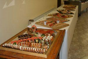 Buffetteile mit großer Fischauswal